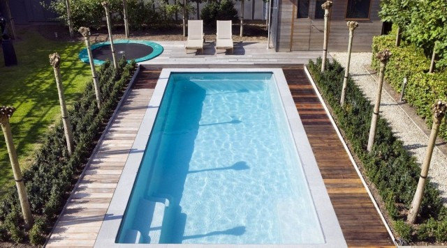Как построить бассейн в загородном доме?
